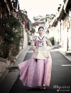 Korean Culture Fashion- Appreciate the Hanbok Korean Hanbok, Korean Dress, Korean Outfits, Korean Traditional Dress, Traditional Fashion, Traditional Dresses, Korean Wedding, Korean Bride, Ao Dai