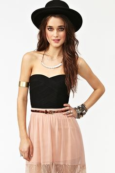Borderline Bustier clothes-that-i-ll-probably-never-get-to-wear-but-w Bustiers, Pretty Outfits, Cute Outfits, Hipster Outfits, Simple Style, My Style, Fashion Outfits, Womens Fashion, Fashion Ideas