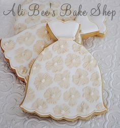 wedding dress cookies, or make in a different color and voila : a prom dress !