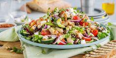 Enkel kyllingsalat med smak av Middelhavet   Coop Mega Cobb Salad, Nom Nom, Ethnic Recipes, Food, Salad, Red Peppers, Meals