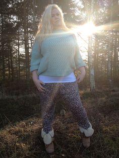 Blogger Ditte from Marilyns Closet, wears the loose JUNAROSE trousers. #junarosefriends #junarose #trousers #plussize #fashion