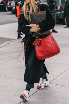 9 Designer Bags Worth the Investment Best Designer bags / fashi. 9 Designer Bags Worth the Investment Best Designer bags / fashion week street style Look Fashion, Fashion Clothes, Street Fashion, Trendy Fashion, Fashion Women, Fashion Outfits, Fashion Trends, Fashion Heels, Sneakers Fashion