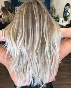 """2,376 Likes, 18 Comments - Mane Interest (@maneinterest) on Instagram: """"That blend ❤️❤️❤️ Color by @hellobalayage #hair #hairenvy #hairstyles #haircolor #bronde #balayage…"""""""