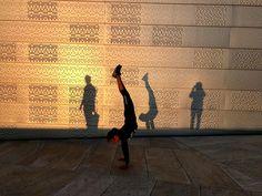 ❤️Oslo 🇳🇴 . . . . . #sunset #shadows #handstand #teentravel #adventurer #norwayphoto