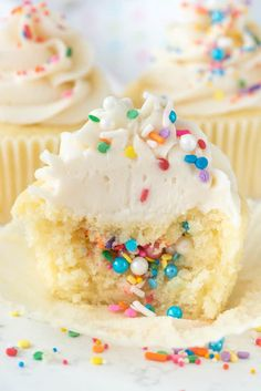Piñata Cupcakes are an easy cupcake recipe that& perfect for any party! Fill vanilla cupcakes with sprinkles for a fun surprise inside cake! Pinata Cupcakes, Pinata Cake, Cupcake Cakes, Cup Cakes, Party Cupcakes, Easy Cupcake Recipes, Cupcake Flavors, Best Dessert Recipes, Easy Desserts