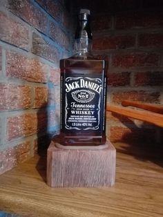 Lampe sur socle Jack Daniels Distillery, Jack Daniels Whiskey, Lampe Jack Daniels, Whiskey Bottle, Perfume Bottles, Perfume Bottle