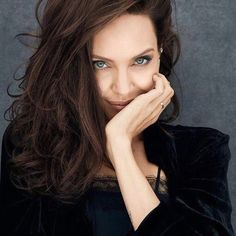 Born in Los Angeles, California, on June Angelina Jolie starred in the HBO biopic Gia before earning an. Angelina Jolie Fotos, Angelina Jolie Pictures, Brad And Angelina, Glamour, Jolie Pitt, Lara Croft, Miranda Kerr, Mannequins, Hollywood Actresses