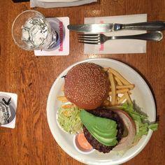 Hamburger with beef and avocado アボカドハンバーガー