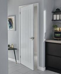 The Pre-finished Dordogne smooth door has a superior finish which saves on finishing time and is perfect for both classic and modern homes. Visit your local Howdens to see more. - April 18 2019 at Internal Doors Modern, Modern Entry Door, Internal Wooden Doors, Wooden Front Doors, Mdf Doors, Wood Doors, Entry Doors, Primed Doors, Wooden Closet