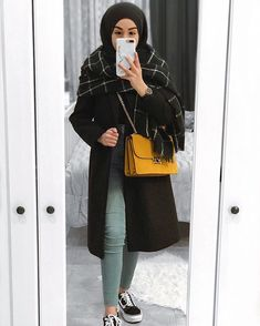 Black is love🖤 Winter Mode Outfits, Winter Fashion Outfits, Casual Fall Outfits, Ootd Fashion, Black Outfits, Teen Fashion, Fashion Dresses, Hijab Casual, Hijab Chic