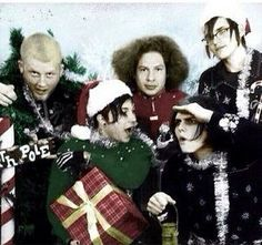 AWWEEE<<< aww a merry christmas back in the revenge era <3