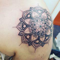 (@ellllsa) sur Instagram: Tatouage mandala!! Mom Tattoos, Tatoos, Mandala Tattoo, Tatting, Elsa, Body Art, Tattoo Ideas, My Style, Instagram Posts
