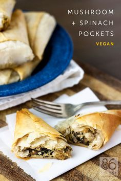 Mushroom and Spinach Pockets (vegan) - Vegetarian & Vegan Recipes Vegan Foods, Vegan Snacks, Vegan Dishes, Vegan Vegetarian, Vegetarian Recipes, Vegan Junk Food, Healthy Food, Veggie Recipes, Whole Food Recipes