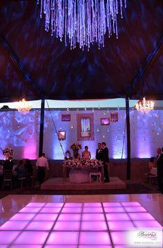Increíble decoración de boda de noche #BODAS #BODASSA #WEDDINGPLANNER www.bodassa.com
