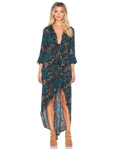 Cut to an oversized silhouette, this Morrison cotton-blend kimono dress from Knot Sisters will slot seamlessly into your existing wardrobe. Exuding effortless cool, this long-sleeved design features a buttoned front with tie detailing. Wear yours with a structured tote and brogues for style that lasts this season and beyond.