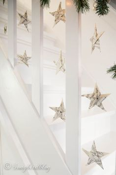 Christmas staircase garland @msongbird #12days72ideas