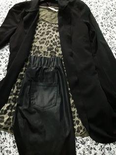 Maglia leopardo verde Giacca nera Leggins pelle Pant nero Anfibi o tacchi cea7276d710
