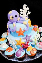 One of my favorite types of cake to make are ocean themed cakes. This cool cake was for a birthday party at the Scripps Aquarium. Pretty Cakes, Cute Cakes, Beautiful Cakes, Amazing Cakes, Crazy Cakes, Fancy Cakes, Fondant Cakes, Cupcake Cakes, Rodjendanske Torte