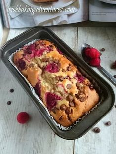 A delicious and easy raspberry and chocolate muffin recipe adapted to bake in a Loaf tin. Loaf Recipes, Dessert Recipes, Baking Recipes Uk, Biscuit Recipes Uk, Cake Recipes Uk, Pudding Recipes, Egg Recipes, Raspberry Muffins, Rasberry Muffins Recipe
