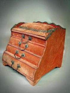Early-1920s-Red-Velvet-LADIES-VANITY-CHEST-Jewelry-Box-Satin-lined-Display-Case