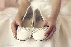 Detalle de zapatos de primera comunion de niña. reportaje de fotos de www.lasmadrinas.com First Holy Communion, Bellini, Chanel Ballet Flats, Dance Shoes, Murcia, Gabriel, Weddings, Ideas, Wedding Pictures