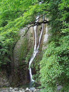 Ореховский водопад – #Россия #Краснодарский_край (#RU_KDA) Ореховский водопад — второй по высоте водопад на территории Сочи. http://ru.esosedi.org/RU/KDA/3339026/orehovskiy_vodopad/