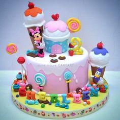 Torta Minnie Mouse, Minnie Mouse Birthday Theme, Mickey And Minnie Cake, Bolo Mickey, 4th Birthday Cakes, Minnie Mouse Party, 2nd Birthday, Cupcakes, Cupcake Cakes