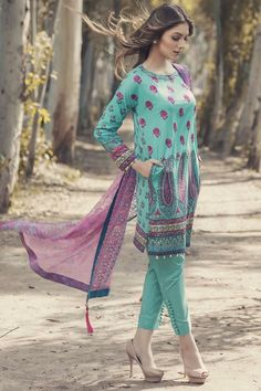 Al Karam SS 04 17 TURQUOISE Spring Collection Volume 1 2017 Price in Pakistan famous brand online shopping, luxury embroidered suit now in buy online & shipping wide nation. Pakistani Casual Wear, Pakistani Lawn Suits, Pakistani Outfits, Indian Outfits, European Fashion, Indian Fashion, Simple Dresses, Casual Dresses, Latest Dress Design