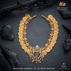 The recent collection, inspired by Mughal royalty - specifically from the former Nizam's Bali - features emeralds, Victorian rubies,… Antique Jewellery Designs, Gold Earrings Designs, Jewelry Design, Indian Wedding Jewelry, Bridal Jewelry, Gold Jewelry Simple, Gold Jewellery, Diamond Jewelry, Bali