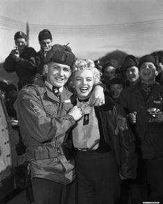 Marilyn en Corée, 1953, Corée et à sa couverture médiatique. En 1954, alors que la chanteuse et actrice est en pleine lune de miel au Japon avec son nouveau mari Joe Di Maggio, elle se rend à l'hôpital de Tokyo où de nombreux soldats américains sont hospitalisé, suite à la guerre de Corée. L'armée américaine, propose alors à Maryline de se rendre directement à Séoul, en Corée du Sud, afin d'y effectuer une série de concert pour remonter le moral des troupes américaines.