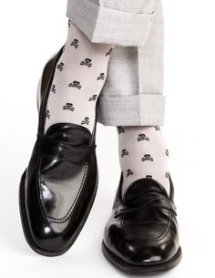 Ash with Black Skull and Crossbone Sock Linked Toe Mid-Calf
