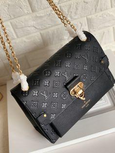 Luxury Purses, Luxury Bags, Cute Handbags, Purses And Handbags, Fashion Handbags, Fashion Bags, Sac Yves Saint Laurent, Sacs Design, Accesorios Casual