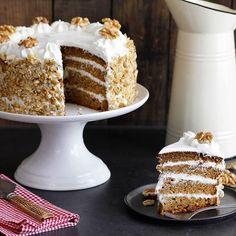 Carrot Cake with Cream Cheese Frosting.  Recipe on www.lilcookie.com  עוגת גזר וגבינת שמנת בשכבות - כל כךךך טעימה! המתכון בעוגיו.נט