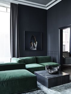 Masuline luxurious living room with dark walls and a deep green velvet sofa. Velvet everywhere please! - Hege in France