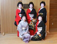 Maiko and Geiko outside of Kyoto — okiya: Hakone Geisha, Kanagawa prefecture (via...