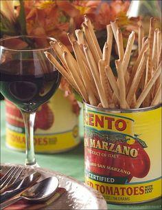 Entertaining: Fun Canny Creations - love this idea for an Italian theme party table Antipasto, Mafia Party, Pizza Restaurant, Italian Restaurant Decor, Dinner Themes, Party Themes, Theme Parties, Party Ideas, Parties Food