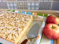 blechkuchen Apple pie from the tin: Sheet cake with a juicy batter, quick to bake with apples. This cake tastes like grandma& fresh summer kitchen, country kitchen and also tastes good for children. Quick Dessert Recipes, Quick Easy Desserts, Easy Snacks, Quick Recipes, Quick Easy Meals, Dinner Recipes, Chicken Tenderloin Recipes, Chicken Broth Recipes, Chicken Tender Recipes