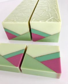 2 cut bars from the video I posted yesterday. 38 more to go! Diy Savon, Savon Soap, Soap Maker, Homemade Soap Recipes, Soap Packaging, Lotion Bars, Cold Process Soap, Soap Molds, Home Made Soap