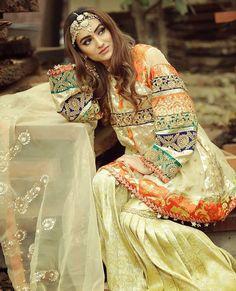 That's a good idea Pakistani Wedding Outfits, Pakistani Dresses, Pakistani Mehndi, Pakistani Couture, Pakistani Bridal, Pakistani Gharara, Indian Dresses, Pakistani Dress Design, Pakistani Actress
