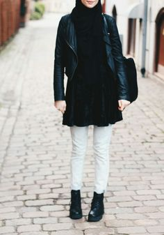 Grunge Hijab Styles – 15 Best Grunge Hijab Looks This Season Muslim Women Fashion, Modest Fashion, Hijab Fashion, Fashion Outfits, Fasion, Grunge Outfits, Grunge Fashion, Drew Barrymore, Rock Style