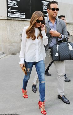 Like this, I also can do it, for sure! Olivia Palermo & her personal carry-bags man...Como hariamos?