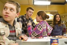 Photo of Behind the scenes of season 2 for fans of Shameless (US) 31148066 Shameless Characters, Shameless Scenes, Shameless Tv Show, Emma Kenney, Carl Gallagher, Jerome Valeska, Cameron Monaghan, Lights Camera Action, Casting Pics