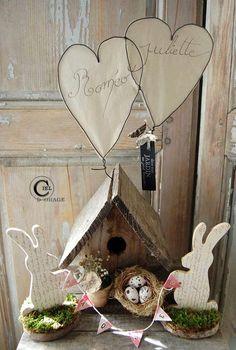 Lovely easter display via Ciel d'Orage Spring Art, Spring Crafts, Holiday Crafts, Spring Time, Holiday Ideas, Ester Decoration, Easter Table Decorations, Spring Decorations, Easter Decor