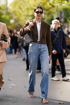 The Non–Skinny Jean Trend the Chicest People Will Wear in the denim, street style Jeans Trend, Denim Trends, Looks Street Style, Looks Style, Looks Cool, Denim Fashion, Fashion Outfits, Frock Fashion, 2000s Fashion