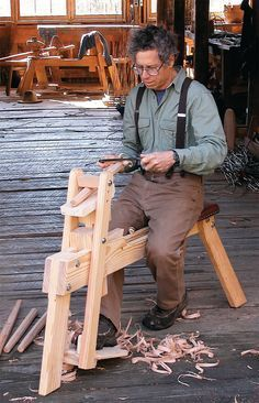 Expert craftsman Tom Donahey shares these free shaving horse plans for an essential tool to work green wood.