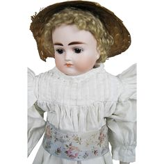 Antique 18' Mystery German Turned Head Closed Mouth Doll