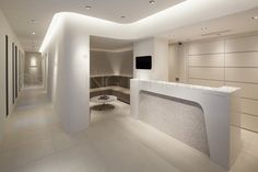 TAP Planning designed this dental clinic in Osaka, Japan. TAP Planning designed this dental clinic. Clinic Interior Design, Spa Interior, Clinic Design, Dental Office Decor, Medical Office Design, Dental Reception, Office Reception, Dentist Clinic, Office Designs