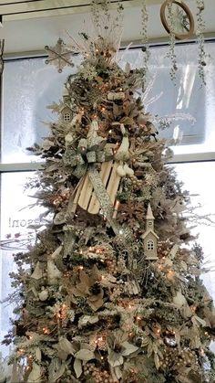 Cute Christmas Decorations, Christmas Arrangements, Christmas Tree Themes, Christmas Centerpieces, Elegant Christmas, Rustic Christmas, Christmas Wreaths, Christmas Crafts, Christmas Ornaments