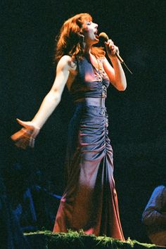 12-8-concert-photo-of-Kate-Bush-playing-at-Liverpool-in-1979