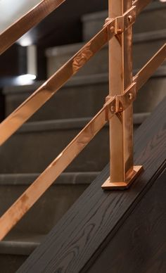Copper handrails on dark timber stairs.Copper handrails on dark timber stairs. Modern Stair Railing, Timber Stair, Stair Handrail, Modern Stairs, Staircase Design, Color Cobre, Copper Interior, Stair Detail, Copper Decor